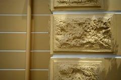 Hintergrund der gelben Farbebacksteinmauer Lizenzfreie Stockbilder