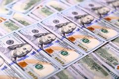 Hintergrund der neuen US-hundertdollar-Rechnungen setzte sich in circula Lizenzfreie Stockfotografie