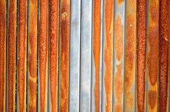 Hintergrund der rostigen Retro- Wandmetallzaunwand Stockfotos