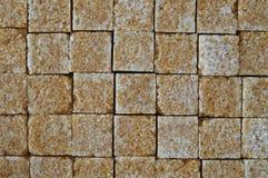 Hintergrund der Stücke des braunen Zuckers Lizenzfreie Stockfotografie