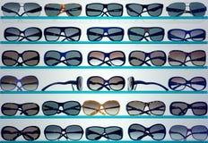 Hintergrund der stilvollen Sonnenbrillen Stockfotografie