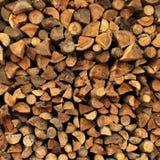 Hintergrund der trockenen gehackten Brennholzprotokolle vorangekommen Lizenzfreies Stockfoto