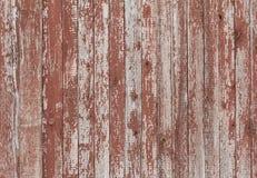 Hintergrund des alten hölzernen Brettes mit gebrochener roter Farbe Stockbild