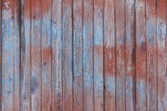 Hintergrund des alten hölzernen Brettes mit gebrochener roter Farbe Lizenzfreie Stockbilder