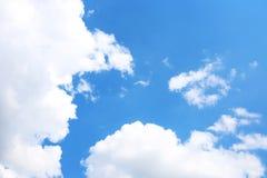 Hintergrund des blauen Himmels mit weißen Wolken Wolken mit blauem Himmel Bewölkt Hintergrund Himmeldruck Wolkendruck Stockbilder