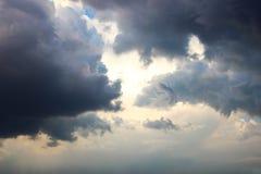 Hintergrund des blauen Himmels mit weißen Wolken Wolken mit blauem Himmel Bewölkt Hintergrund Himmeldruck Wolkendruck Lizenzfreie Stockfotografie