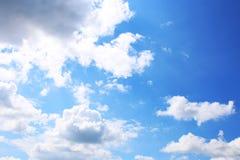 Hintergrund des blauen Himmels mit weißen Wolken Wolken mit blauem Himmel Bewölkt Hintergrund Himmeldruck Wolkendruck Lizenzfreie Stockfotos