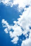 Hintergrund des blauen Himmels und der Wolken Stockbilder