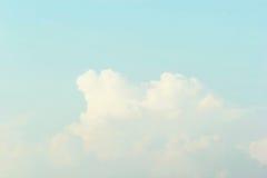 Hintergrund des blauen Himmels, weiche Pastell-Tone Effect stockbild