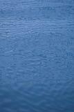 Hintergrund des blauen Wassers Lizenzfreies Stockbild