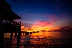 Hintergrund des bunten Himmelkonzeptes: Drastischer Sonnenuntergang mit twilig lizenzfreies stockbild