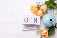 Hintergrund des Feiertags am 8. März mit Blumen Stockbild