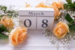 Hintergrund des Feiertags am 8. März mit Blumen Stockfotos