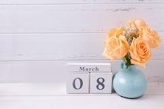 Hintergrund des Feiertags am 8. März mit Blumen Lizenzfreie Stockfotos