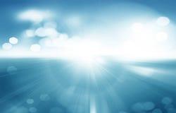 Hintergrund des Frühlinges oder abstrakter der Natur des Sommers mit blauem Meer und SK Lizenzfreies Stockfoto
