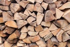 Hintergrund des gehackten Brennholzes Lizenzfreie Stockfotografie