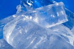 Hintergrund des kalten blauen Eises Lizenzfreie Stockbilder