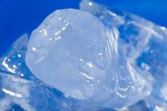 Hintergrund des kalten blauen Eises Lizenzfreie Stockfotografie