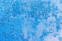 Hintergrund des metallischen Blattes gemalt mit blauer Farbe stockbilder