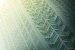 Hintergrund des modernen Gebäudes des hohen Glasaufstieges Stockfoto
