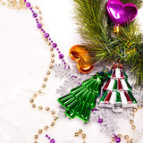 Hintergrund des neuen Jahres mit bunten Dekorationen Stockbild