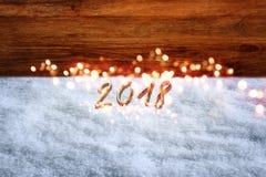 Hintergrund des neuen Jahres mit Schnee und bokeh Lizenzfreies Stockfoto