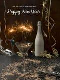 Hintergrund des neuen Jahres mit Stern plätschern und Wunderkerze und verschiedene Einzelteile des neuen Jahres stockbilder