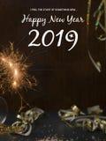 Hintergrund des neuen Jahres mit Stern plätschern und Wunderkerze und verschiedene Einzelteile des neuen Jahres lizenzfreies stockfoto