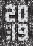 Hintergrund des Puzzlen 2019 mit vielen silbernes Funkeln und weiße Stücke Guten Rutsch ins Neue Jahr-Karten-Design Entziehen Sie stock abbildung