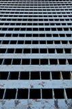 Hintergrund des quadratischen Kanaldeckels Lizenzfreies Stockbild