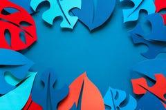 Hintergrund des Sommers tropische Betriebs Monstera lässt Rahmen Vibrierende Farben Papierschnittart stockbilder