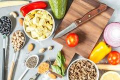 Hintergrund des strengen Vegetariers Bestandteile für eine Pflanzenkost Stockbild