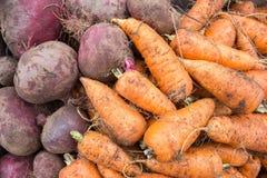 Hintergrund des ungewaschenen Gemüses Lizenzfreies Stockfoto