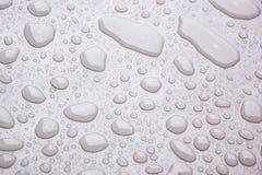 Hintergrund des Wassertröpfchens auf der Oberfläche in der rosa Farbe Stockbild