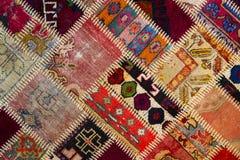 Hintergrund eines alten getragenen Teppichs Lizenzfreies Stockfoto