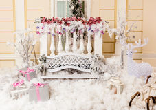 Hintergrund für Weihnachtsgeschichten, Weihnachtszusammensetzung mit Geschenken, Ren Stockbild