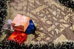 Hintergrund für Weihnachtsmitteilungen mit Holz stockfoto