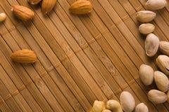 Hintergrund gebildet von den köstlichen Muttern Stockfoto