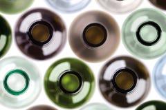Hintergrund gebildet von den leeren Wein botles. Stockbild