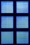 Hintergrund gemacht vom blauen Glas. Stockbild