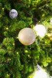 Hintergrund grünen und gelben Lichtes Bokeh für Weihnachten Lizenzfreie Stockfotos