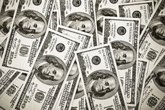 Hintergrund mit 100 Dollarbanknoten Stockbilder
