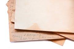 Hintergrund mit alten Papieren und Buchstaben Stockfotos