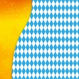 Hintergrund mit bayerischer Flagge und Schattenbild des Bierkrugs Design für Oktoberfest oder anderes Festival Lizenzfreie Stockbilder