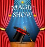 Hintergrund mit einem roten Vorhang und ein Scheinwerfer mit realistischem magischem Hut mit magischem Stab für magische Show lizenzfreie abbildung