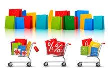 Hintergrund mit Einkaufsfarbtaschen Stockfotos