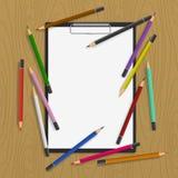 Hintergrund mit Farbenbleistiften Lizenzfreie Stockfotografie