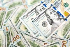 Hintergrund mit Geldamerikaner hundert Dollarscheine Lizenzfreie Stockfotos