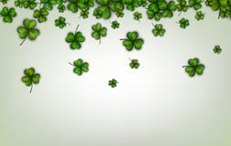 Hintergrund mit grünen drei-leaved Shamrocks vektor abbildung