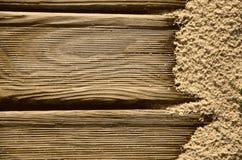Hintergrund mit Holz und Sand Lizenzfreie Stockfotografie